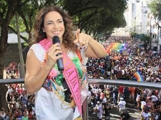 Daniela Mercury agita Parada Gay de Salvador, em setembro de 2013