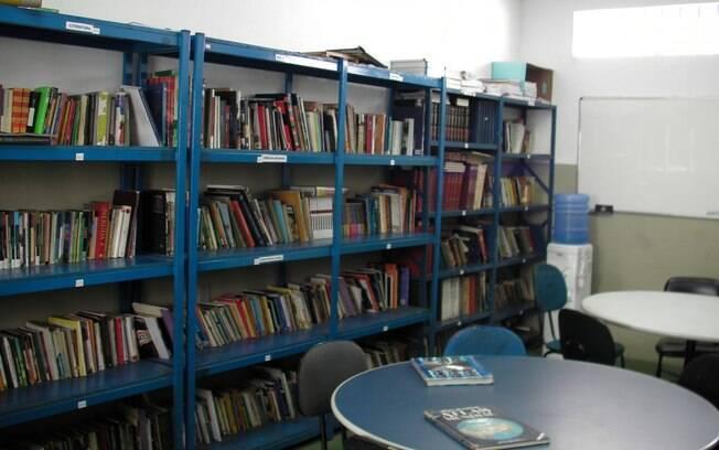 Biblioteca do Centro de Detenção Provisória de Pinheiros, em São Paulo, é usada na preparação dos presos para o Enem