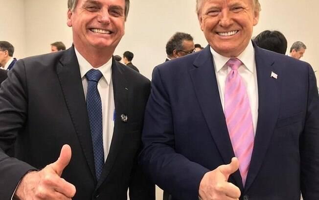 Bolsonaro faz live para assistir ao discurso de Donald Trump sobre o impeachment