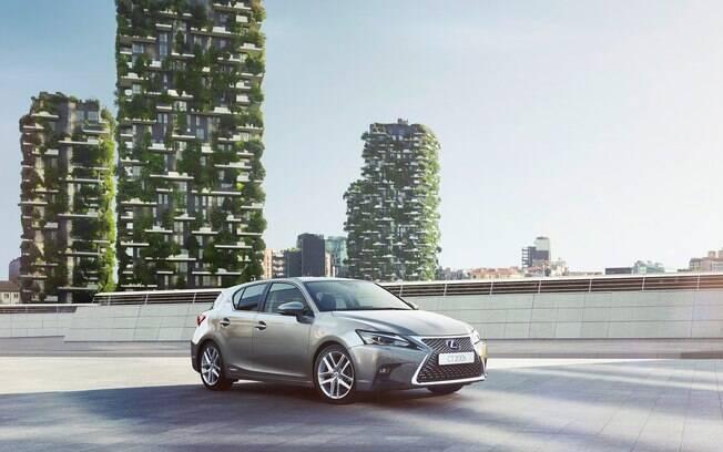 O Lexus CT 200h é o único hatch médio híbrido do Brasil. A Volkswagen virá atrás, com o futuro Golf GTE