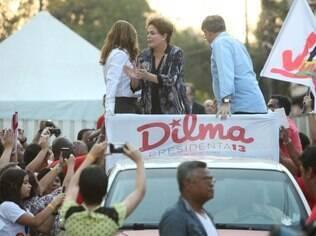 Dilma fez carreata ao lado de Fernando Pimentel, em Ribeirão das Neves, Grande BH