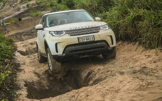 Land Rover Discovery fabricado em Itatiaia (RJ) passa a ser equipado com motor 2.0 bicombustível como novidade