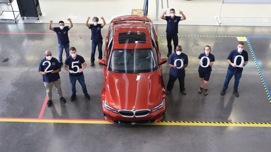 BMW Série 3 na cor Sunset Orange foi a unidade número 25 mil fabricada na linha de produção em Araquari, em Santa Catarina
