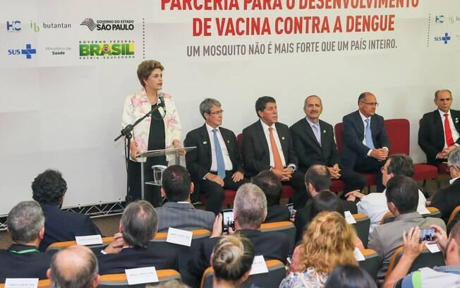 Dilma Rousseff na assinatura de contrato entre o Ministério da Saúde e o Instituto Butantan
