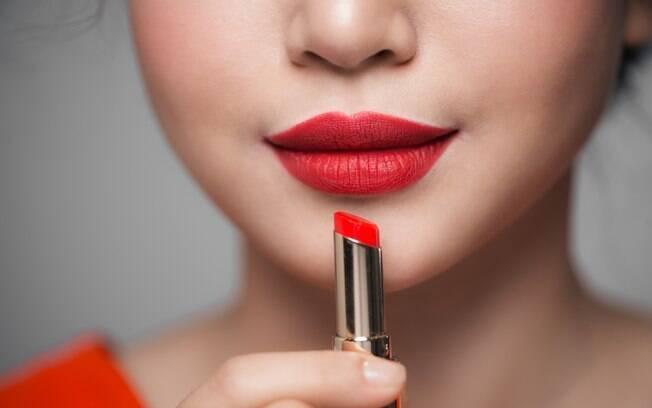 Batom vermelho é queridinho das mulheres que amam maquiagem, e nada melhor que mais uma