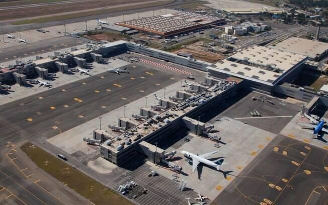 Concessionária que administra o aeroporto enfrenta graves problemas financeiros e corre risco de falir
