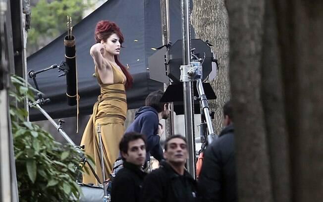 Eva Mendes no set de filmagem de seu novo filme
