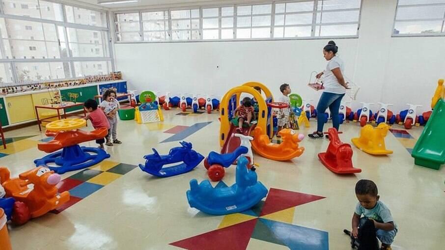 Sob governo Bolsonaro, número de crianças em creches diminui e se afasta da meta