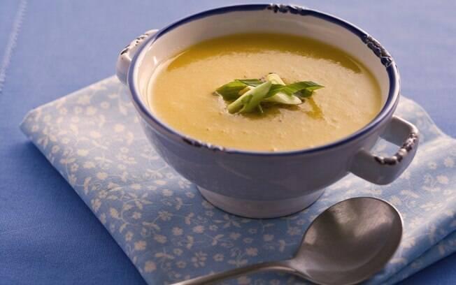 sopa de purê de mandioquinha
