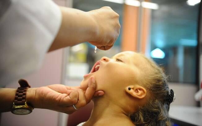 Sarampo pode ser evitada com a vacina tríplice viral, que também protege contra caxumba e rubéola