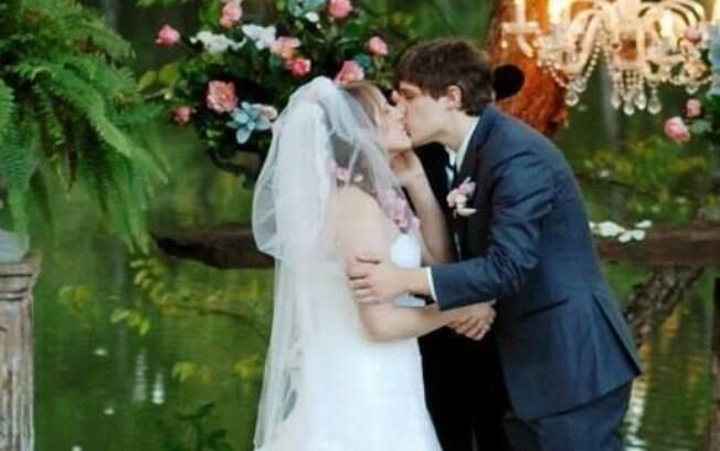 Kristin e Michael se casaram em 2014, depois de mais de 10 anos conversando através de mensagens pela internet