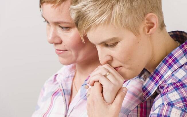 Médicos desencorajam mulheres lésbicas a realizar exame e não indicam métodos de proteção
