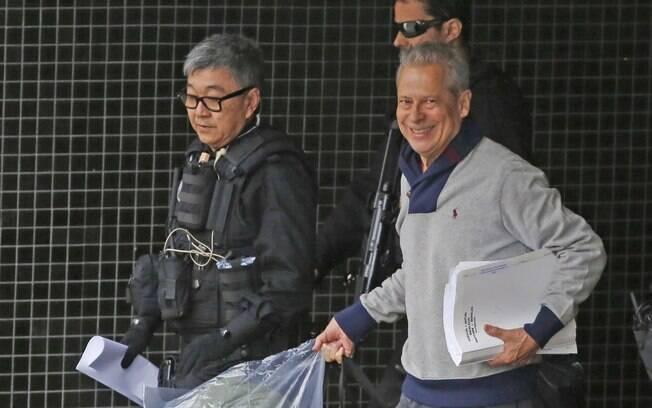 José Dirceu ao ser transferido para o Complexo Médico Penal (CMP), em Pinhais