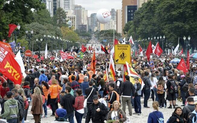Professores protestam contra violência policial em Curitiba (5.5.20150. Foto: Wilson Dias/Agência Brasil