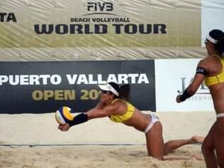 Juliana e Maria Elisa venceram as compatriotas com parcias de 25/23 e 21/13
