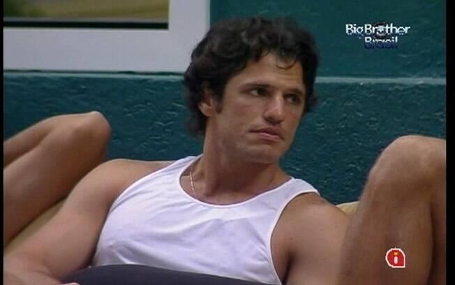 João Maurício acha que Yuri age de forma desrespeitosa com Laisa