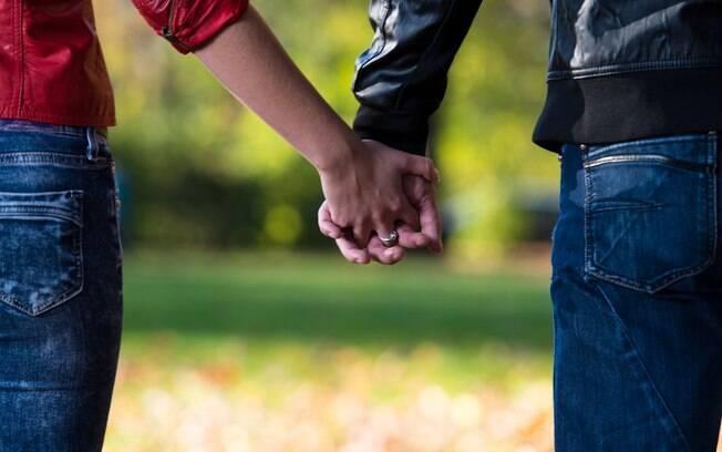 Os irmãos por parte de pai Debby e Joe se apaixonaram e conseguiram se casar no cartório depois de anos de união