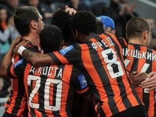 Shakhtar Donetsk contou com três gols brasileiros para vencer o Zorya Luhanskp por 3 a 1 e garantir o troféu com uma rodada de antecedência