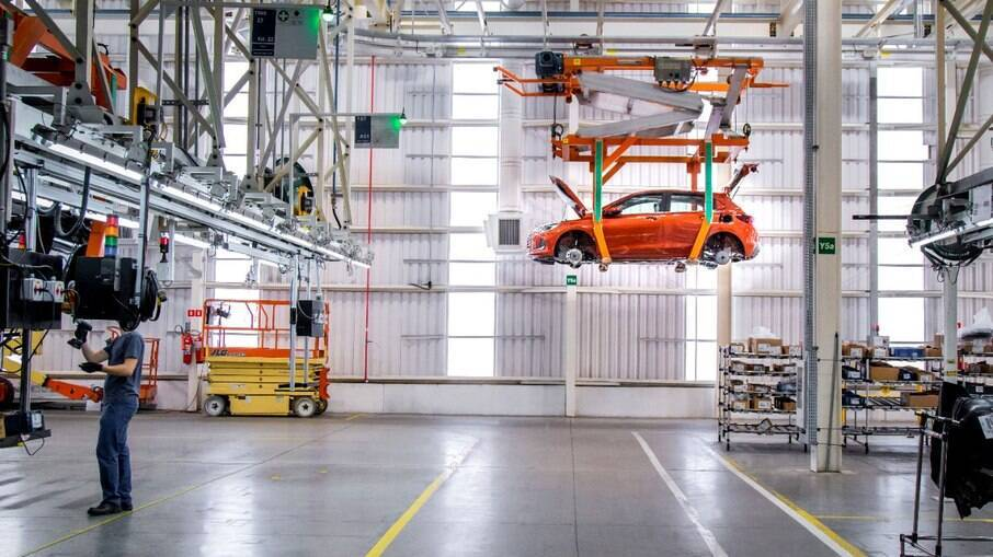 Confira o balanço completo de produção e vendas internas publicado pela Anfavea (Associação Nacional das Fabricantes de Veículos Automotores)