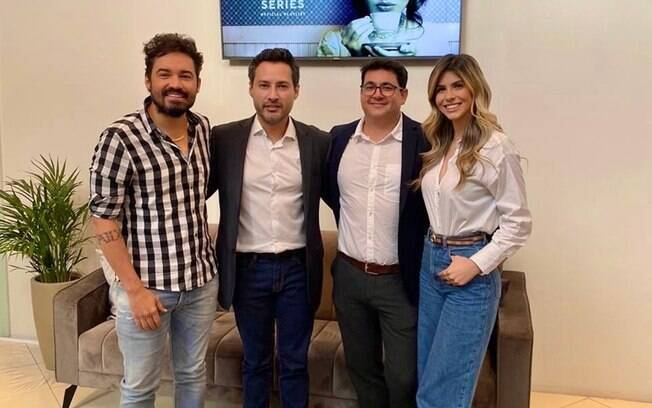 Fernando Zor posa ao lado dos médicos Stanley Bittar, Thiago Souza e Andressa Matos - Foto Divulgação