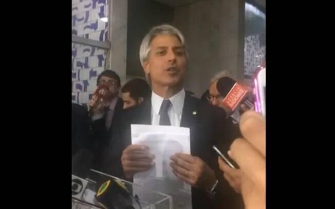 Pedido de Alessandro Molon se baseia na lei que trata sobre crimes contra a probição de administração