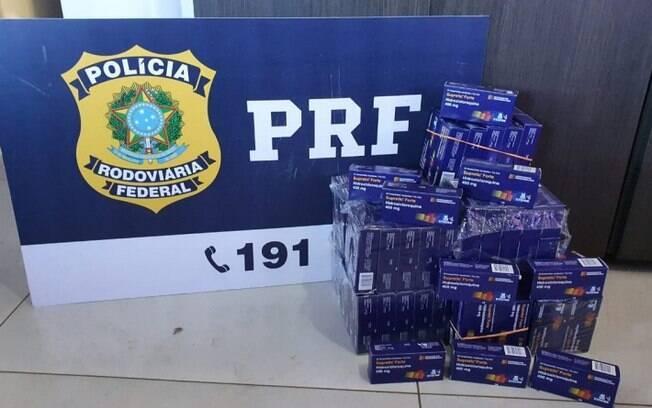 Ao todo, 3.600 comprimidos foram apreendidos pelos agentes em rodovia de Goiás