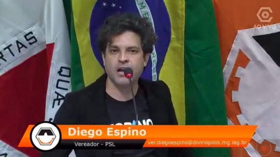 Deputado do Diego Espino (PSL) desmaiou após esbravejar em discurso na Câmara dos Vereadores de Divinópolis