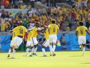 No primeiro jogo da Copa no Mineirão, Colômbia venceu a Grécia por 3 a 0