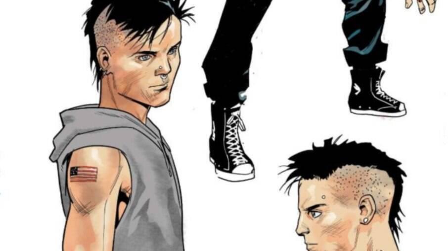 O jovem Aaron Fischer terá tatuagens por todo o corpo, piercings no nariz e brincos. Ele também usará um traje inspirado no primeiro Capitão América