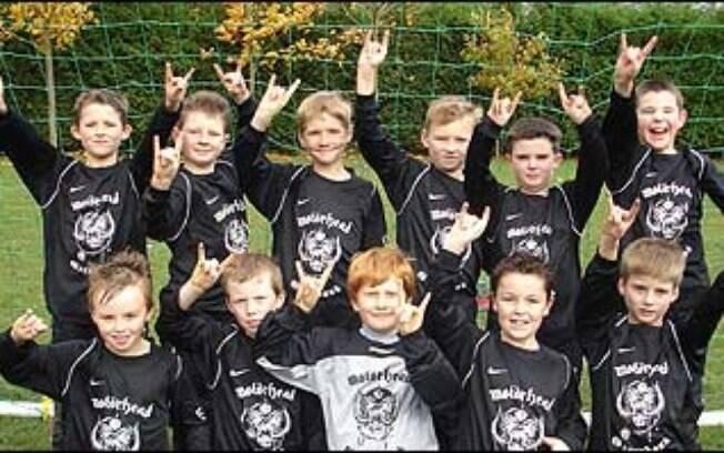 O time sub 10 do Greenbank, da Inglaterra, ganhou apoio da banda de rock britânica Motorhead