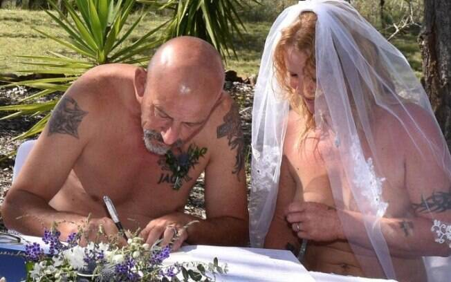 O casamento aconteceu em um resort nudista