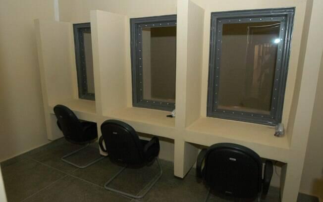 Parlatório de presídio federal: presos do PCC verão visitas somente através de vidros