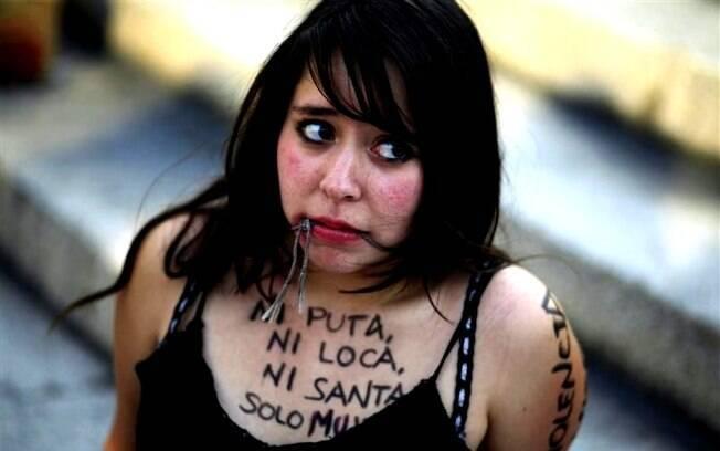 Mulher durante passeata no México no Dia Internacional da Mulher em 2011. Segundo pesquisa da TrustLaw, o Canadá é o melhor país do G20 para ser mulher