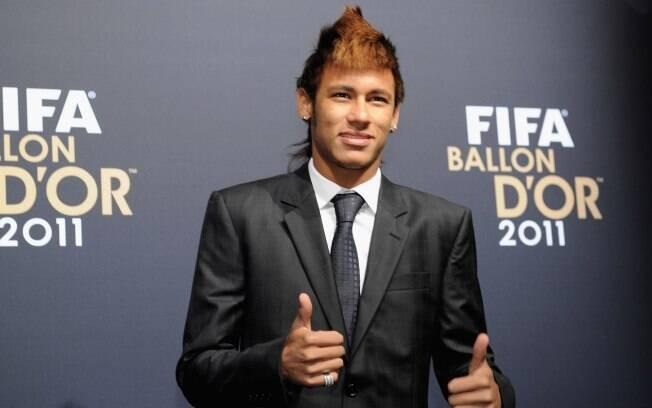 Neymar estiloso na entrega do prêmio da Fifa
