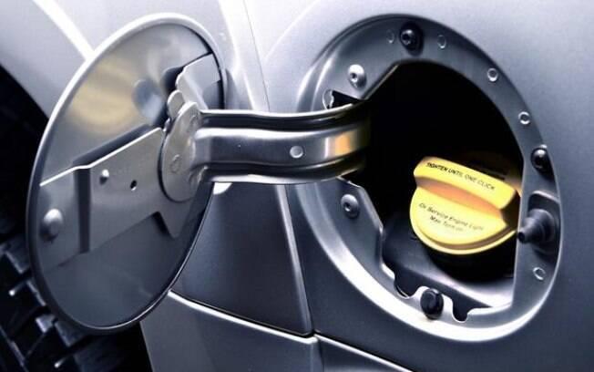 Não deixe combustível no tanque do carro parado, pois ele vai começar a gerar uma gosma que pode entupir os bicos injetores.