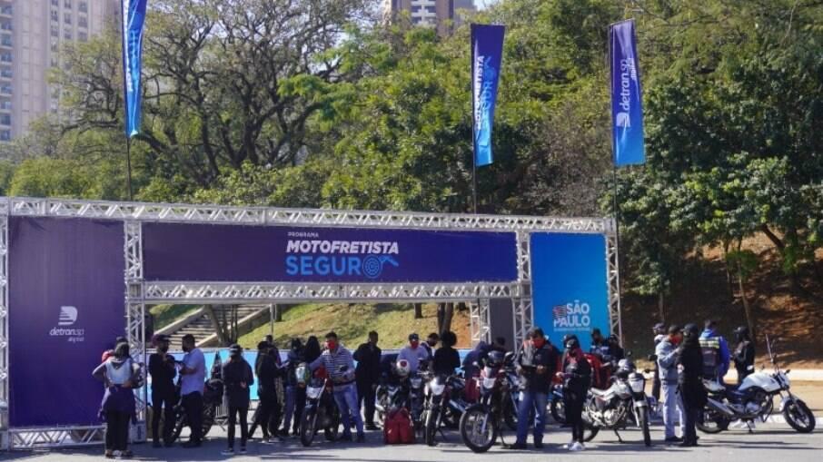 Curso de capacitação 'Motofretista Seguro' do Detran.SP tem carga horária de 30 horas-aula.