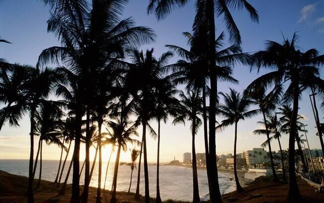 Fim de tarde na praia da Barra, em Salvador