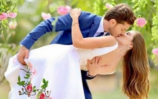 Camila Queiroz e Klebber Toledo se casam em Riberão Preto