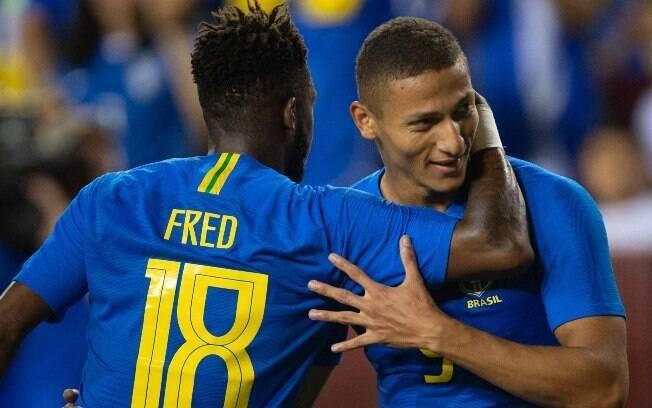 Fred e Richarlison no jogo do Brasil
