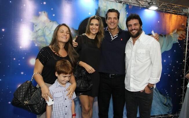Rodrigo Lombardi com a mulher, Betty Baumgarten, e o filho, Rafael