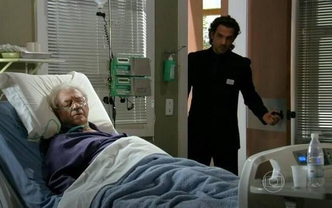 Alberto vai ao hospital visitar Samuel