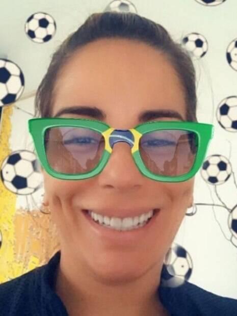 Gloria Pires compartilha foto em clima de Copa do Mundo no instagram