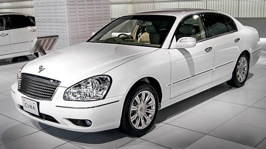 Há 20 anos já havia um modelo com sistema que alertava sobre a mudança indevida de faixa, o Nissan Cima de segunda geração