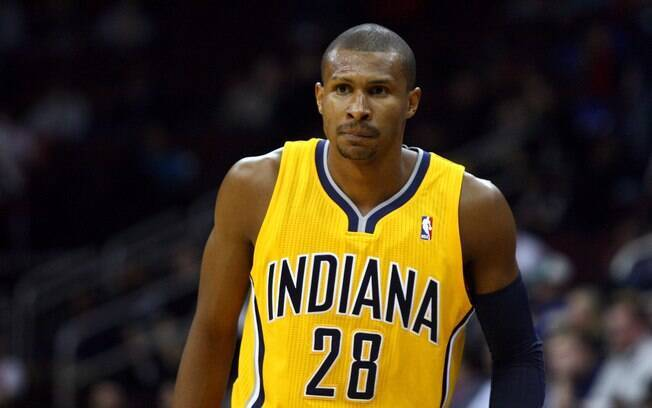 Leandrinho foi negociado com o Indiana Pacers  durante a temporada 2011/12