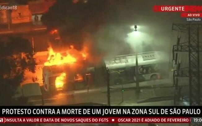 Ônibus foram queimados como forma de protesto