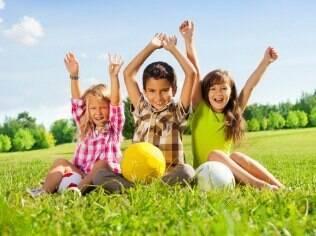 O estudo apontou diferenças entre as interações sociais de meninos e meninas
