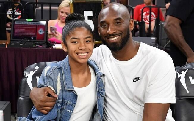 Kobe Bryant ao lado de sua filha, Gigi