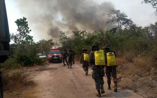 Bombeiros combatendo incêndio no Pará