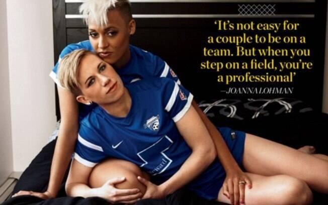 Johanna Lohman, 31, Lianne Sanderson, 26, são jogadoras de futebol e namoradas