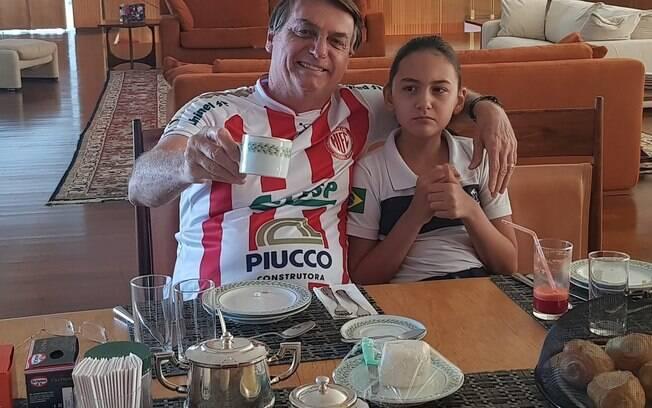 Presidente publicou uma foto de café da manhã com a filha Laura